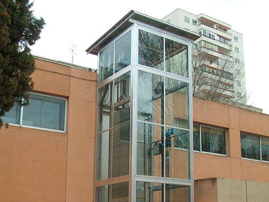 ascensores en la fachada