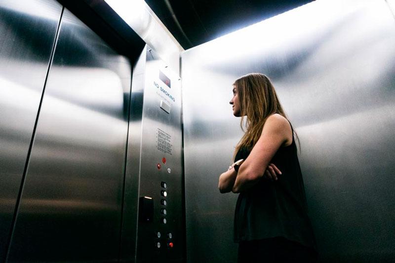 ruidos en un ascensor